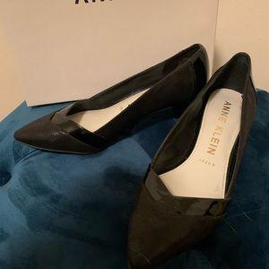 Anne Klein black pointy toe kitten heels